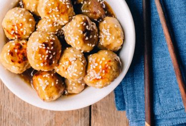 paleo honey sesame chicken recipe - quick, easy, kid-friendly, and healthy meal!