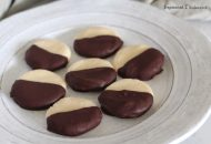 Paleo Peppermint Patties (Just Four Ingredients!)